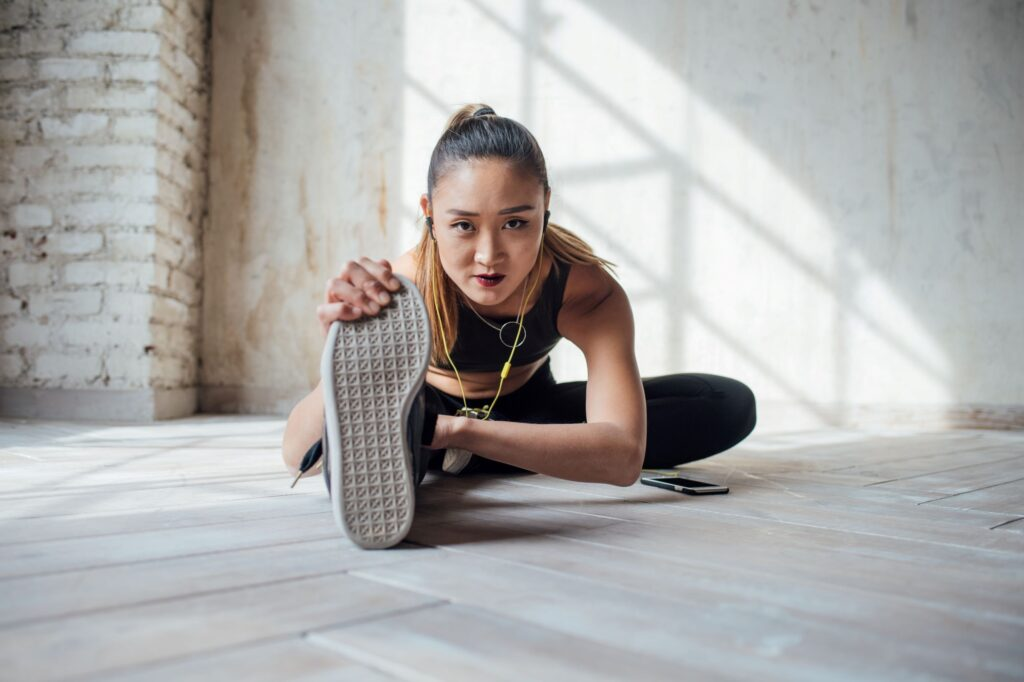 woman stretching for kung fu while exercising at home - learn kung fu online